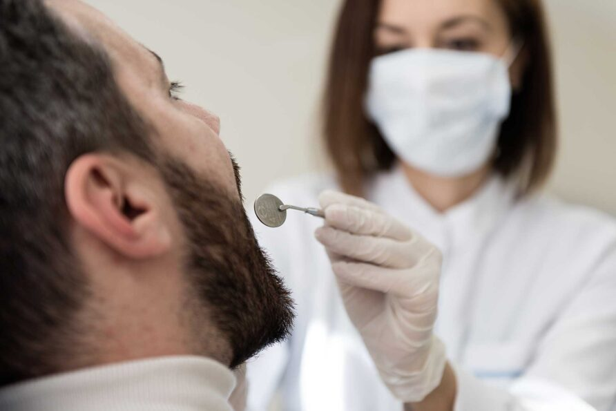 Η οδοντίατρος με ασθενή